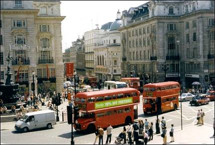 Great Britain, London - Dubbel deckers at Piccadilly Circus