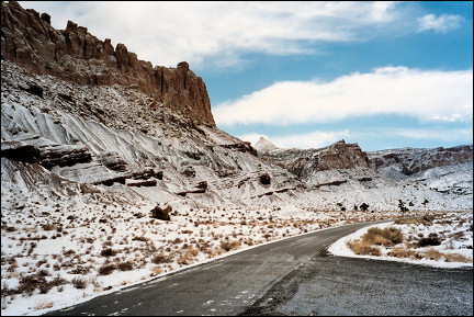 USA, Capitol Reef Scenic Road - Capitol Dome sticks out