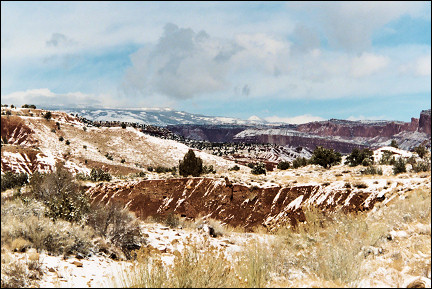 USA, Utah - Pretty view from Capitol Reef Scenic Road