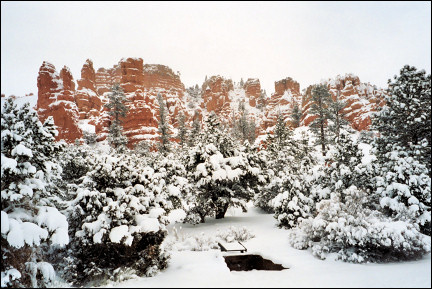 USA, Utah - Red Canyon in the snow