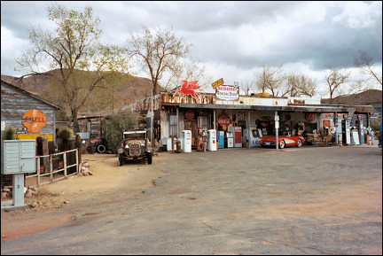 USA, New Mexico - Hackberry General Store