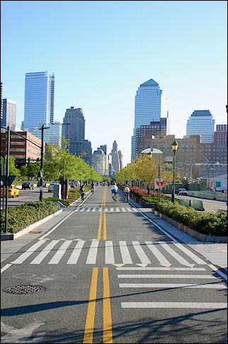 United States, New York - Bike path along the Hudson, downtown Manhattan