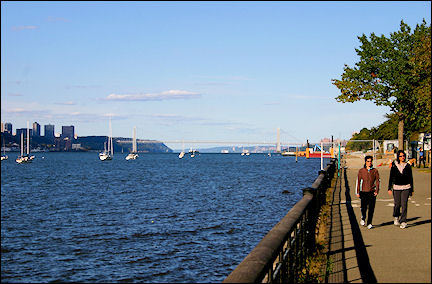 USA, New York - Bike path along the Hudson