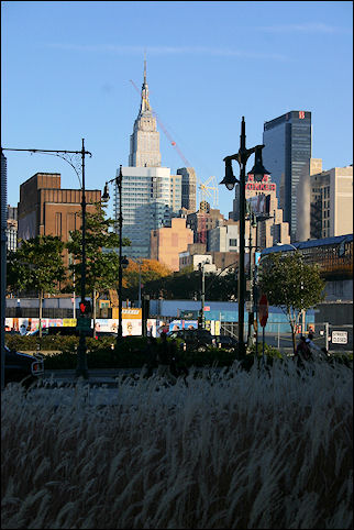 USA, New York - Bike path along the Hudson: view of Empire State Building