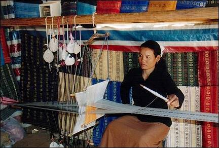 Vietnam - Lat village, weaving