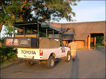 South Africa, Kwazulu-Natal - Pick-up truck at the entrance of Hluhluwe Umfolozi Game Reserve